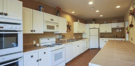 Evergreen Red Barn - Kitchen